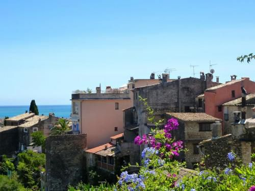 cagnes-rooftops