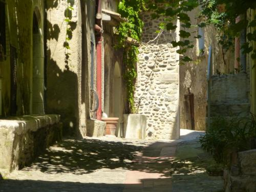 cagnes-winding-lanes