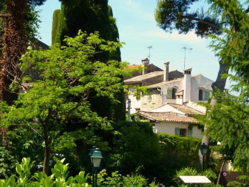 cagnes-leafy-house