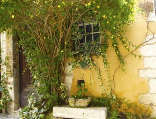 cagnes-yellow-doorway