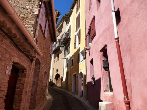 haut-de-cagnes-coloured-streets