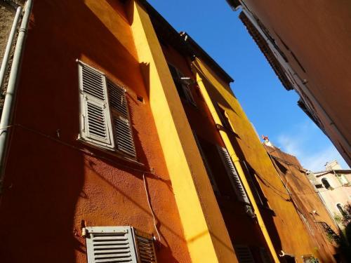 haut-de-cagnes-orange-houses