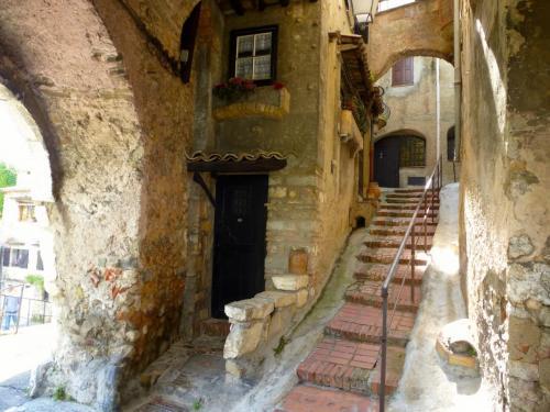 village-steps-hautde-cagnes